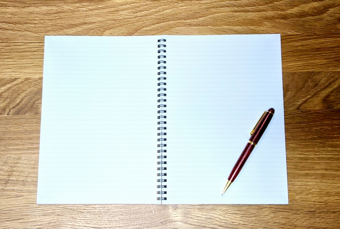 ノートとペン 修正後の写真