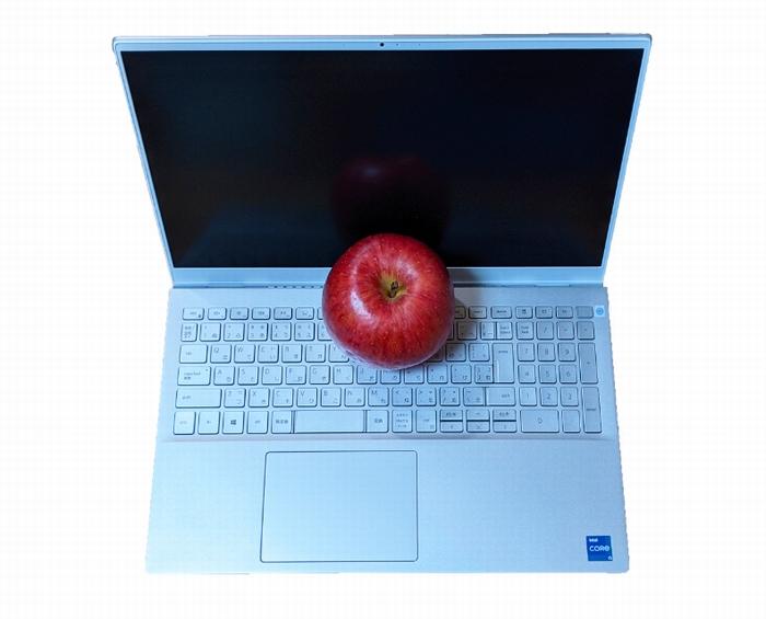 PCとリンゴの切り抜き