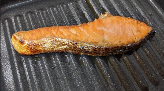 スタンプツールで焼き鮭を消そう!