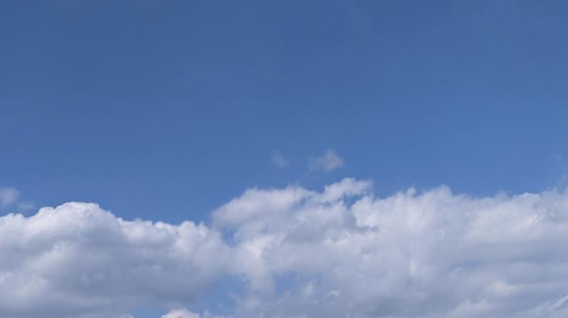 不要な雲を消した空