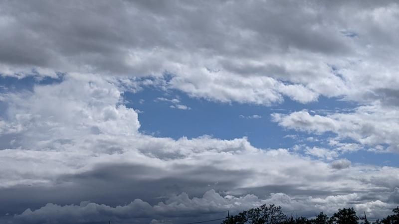 雲を消して入道雲を追加したレタッチ