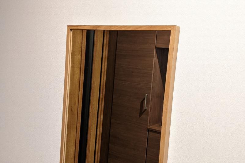 自宅の玄関に設置している鏡